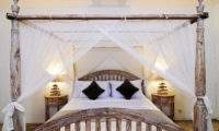 Bedroom with Four Poster Bed - Villa Jolanda - Seminyak, Bali