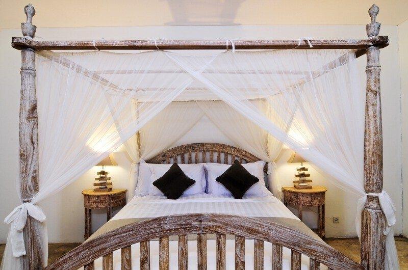 Bedroom with Four Poster Bed - Villa Jolanda - Seminyak, Bali
