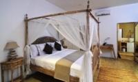 Bedroom with Wooden Floor - Villa Jolanda - Seminyak, Bali
