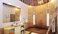 En-Suite Bathroom - Villa Jolanda - Seminyak, Bali