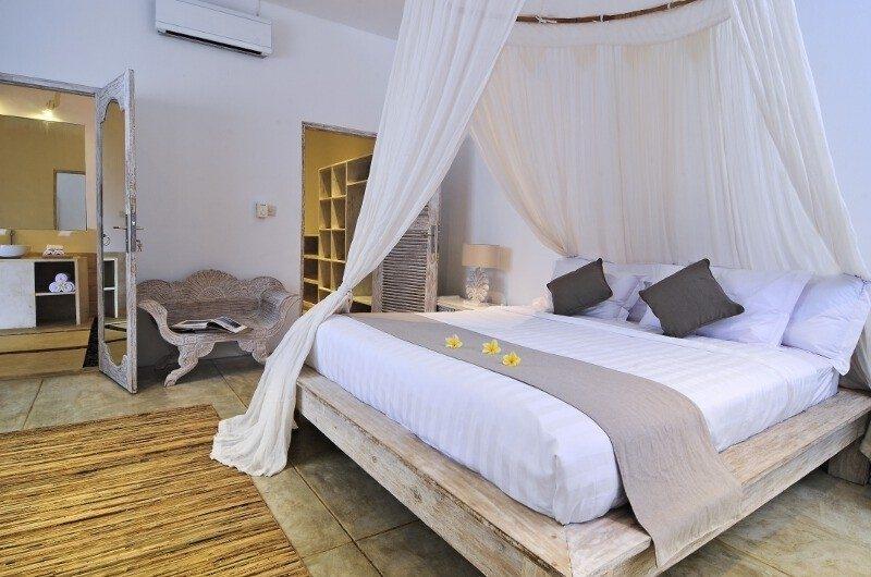 Bedroom with Mosquito Net - Villa Jolanda - Seminyak, Bali