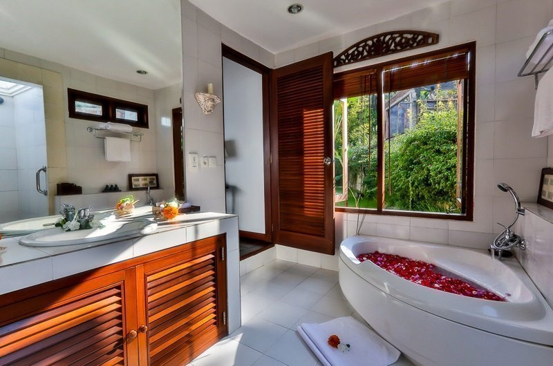 Romantic Bathtub Set Up - Villa jukung - Candidasa, Bali