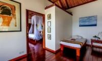 Bedroom with attached Spa Room - Villa jukung - Candidasa, Bali