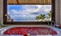 Bathtub with Sea View - Villa jukung - Candidasa, Bali
