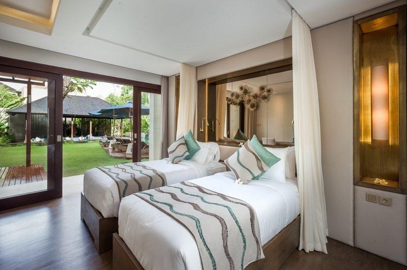 Twin Bedroom with Garden View - Villa Kajou - Seminyak, Bali