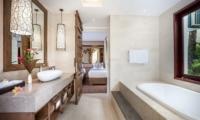 Bathroom with Bathtub - Villa Kajou - Seminyak, Bali