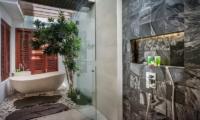 Semi Open Bathtub - Villa Kajou - Seminyak, Bali