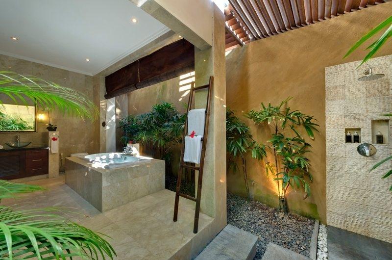 Spacious Bathroom - Villa Kalimaya - Seminyak, Bali