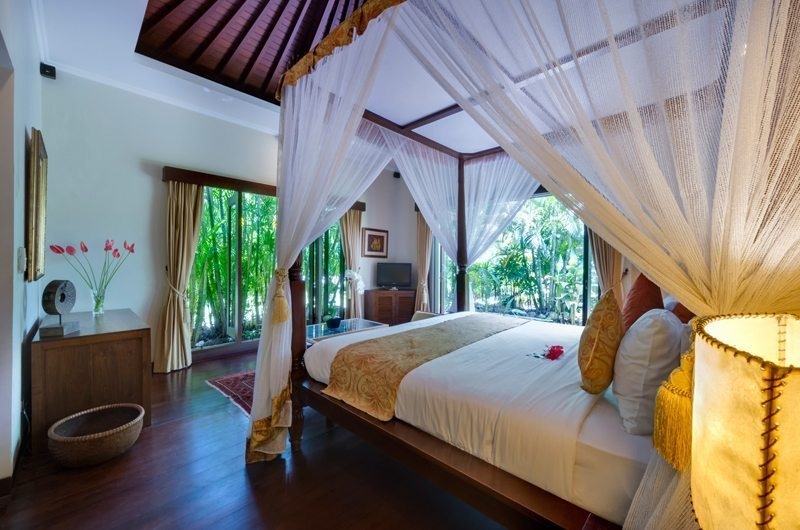 Bedroom with Wooden Floor - Villa Kalimaya - Seminyak, Bali