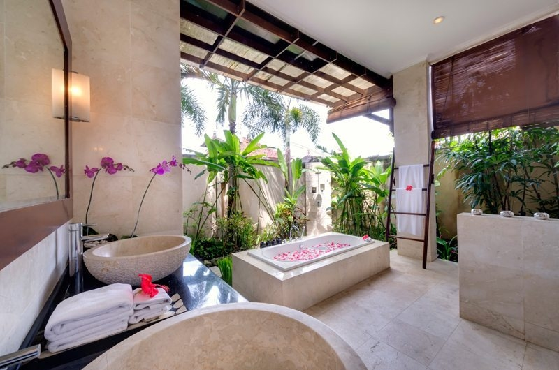 Romantic Bathtub Set Up - Villa Kalimaya - Seminyak, Bali