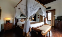 Four Poster Bed with Seating Area - Villa Kalimaya - Seminyak, Bali