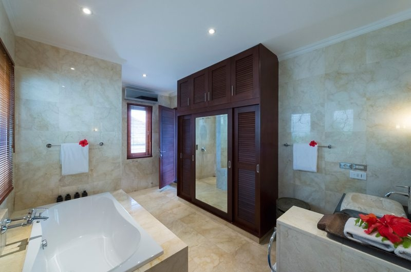 Bathroom with Bathtub - Villa Kalimaya - Seminyak, Bali