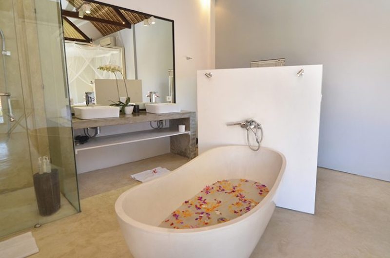 Bathroom with Bathtub - Villa Kami - Canggu, Bali