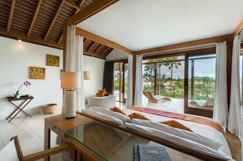 Bedroom with Study Table - Villa Kavya - Canggu, Bali