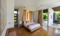 Bedroom with Wooden Floor - Villa Kavya - Canggu, Bali