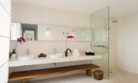 Bathroom with Shower - Villa Kavya - Canggu, Bali