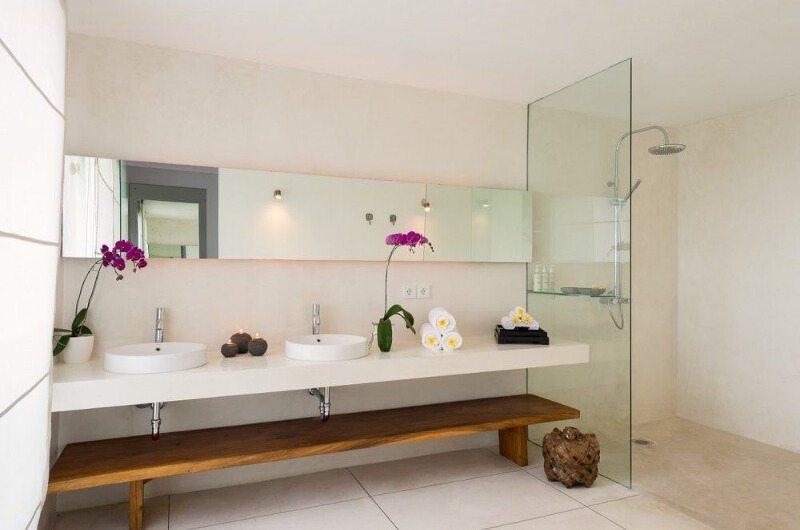 Bathroom with Shower - Villa Kavya - Canggu, Bali