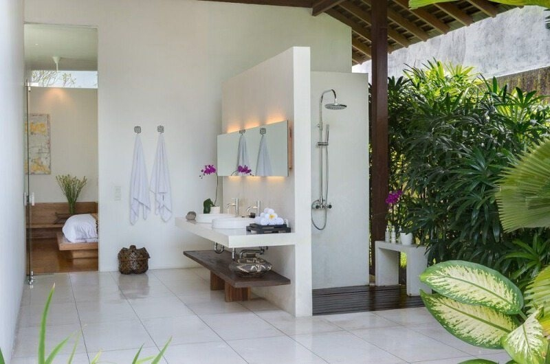 His and Hers Bathroom with Shower - Villa Kavya - Canggu, Bali
