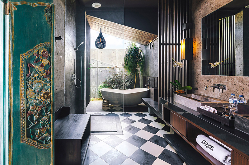 Bathroom with Bathtub - Villa Kayajiwa - Canggu, Bali