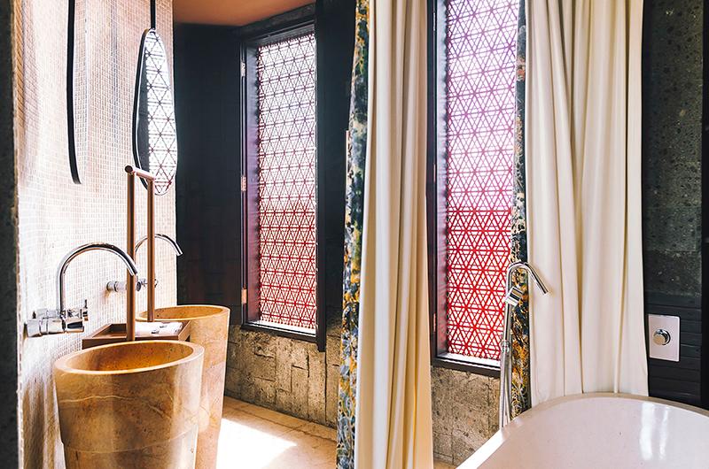 En-Suite Bathroom - Villa Kayajiwa - Canggu, Bali
