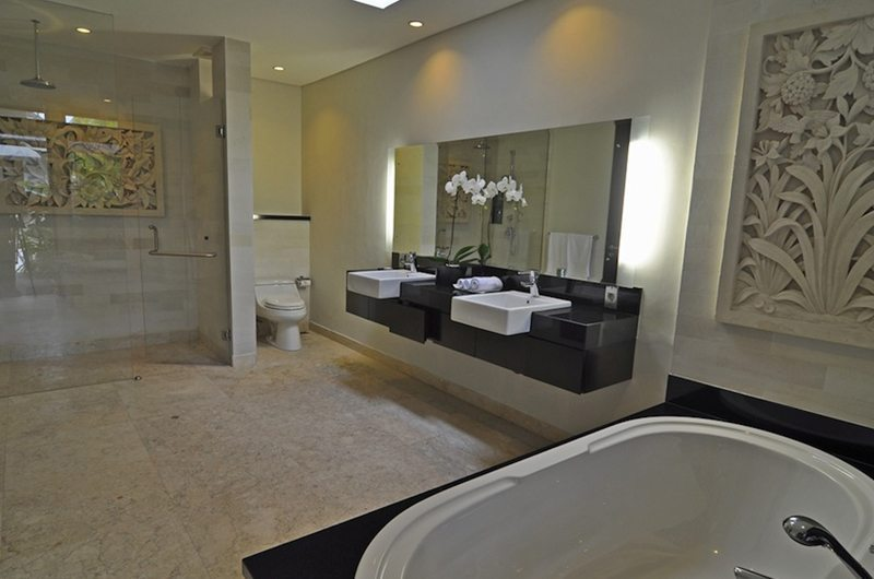 His and Hers Bathroom with Bathtub - Villa Kejora 10 - Sanur, Bali