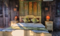 Bedroom with Table Lamps - Villa Keong - Tabanan, Bali