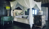 Bedroom with Four Poster Bed - Villa Keong - Tabanan, Bali