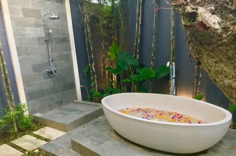 Romantic Bathtub Set Up - Villa Khaleesi - Seminyak, Bali