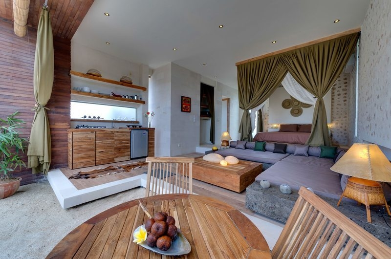 Bedroom with Seating Area - Villa Kingfisher - Nusa Lembongan, Bali
