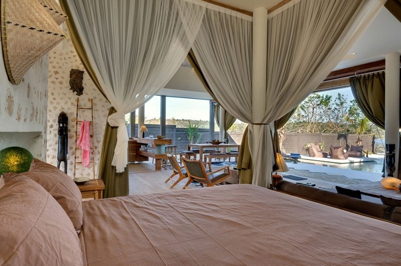 Bedroom with Pool View - Villa Kingfisher - Nusa Lembongan, Bali