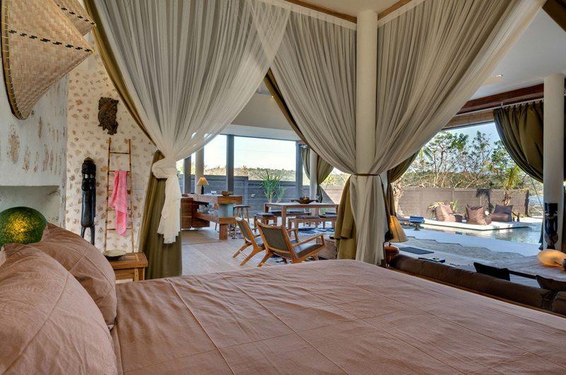 Bedroom with Pool View - Villa Kingfisher - Nusa Lembongan, Bali