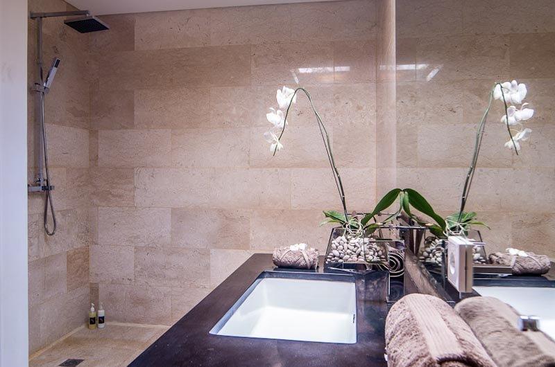 Bathroom - Villa Kirgeo - Canggu, Bali