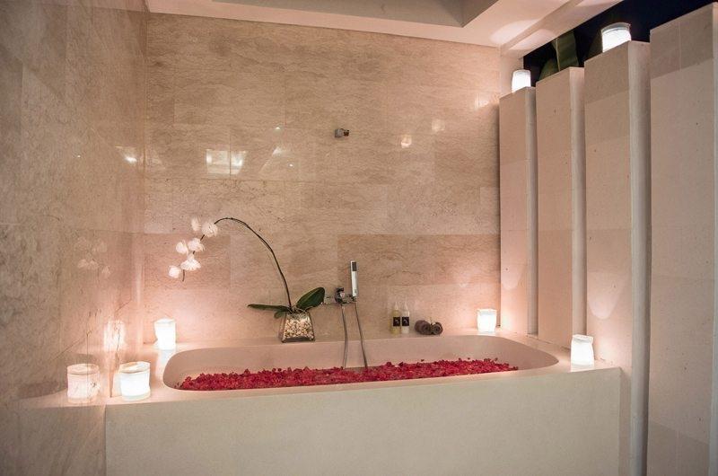 Bathtub - Villa Kirgeo - Canggu, Bali