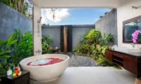 Semi Open Bathtub - Villa Kubu Bidadari - Canggu, Bali