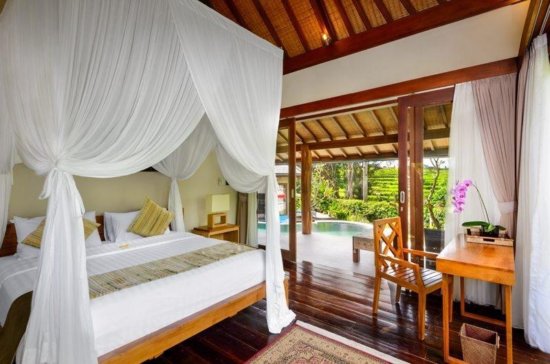Bedroom with Study Table - Villa Kubu Bidadari - Canggu, Bali