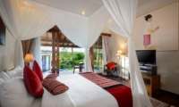Bedroom with TV - Villa Kubu Bidadari - Canggu, Bali