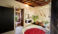 Romantic Bathtub Set Up - Villa Kubu Bidadari - Canggu, Bali