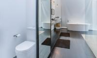 Bathroom with Mirror - Villa Ladacha - Canggu, Bali