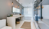 En-Suite Bathroom with Wardrobe - Villa Ladacha - Canggu, Bali