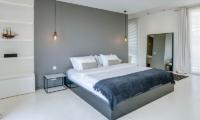 Bedroom with Mirror - Villa Ladacha - Canggu, Bali