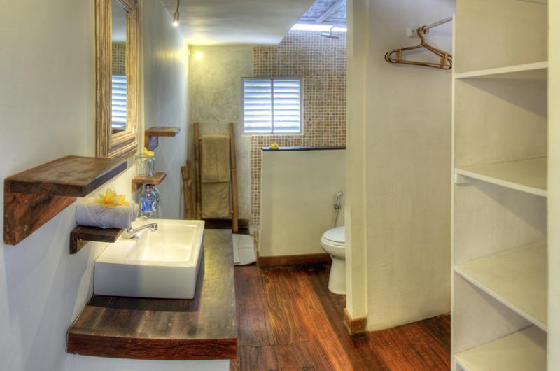 Bathroom with Mirror - Villa Laksmana - Villa Laksmana 1 - Seminyak, Bali