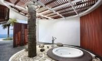Bathtub with Sea View - Villa Latitude Bali - Uluwatu, Bali