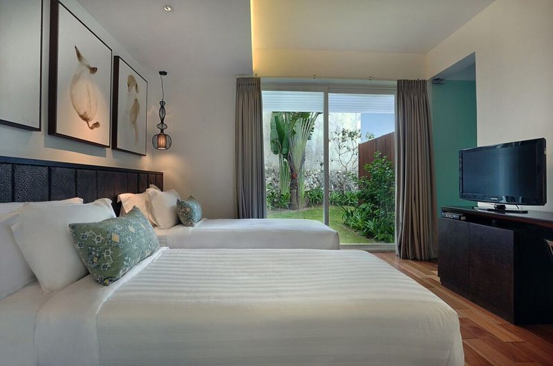 Twin Bedroom with TV - Villa Latitude Bali - Uluwatu, Bali