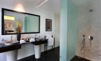 His and Hers Bathroom with Sea View - Villa Latitude Bali - Uluwatu, Bali