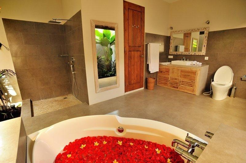 En-Suite Bathroom - Villa Lea - Umalas, Bali
