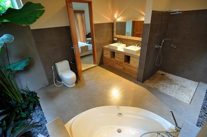 En-Suite His and Hers Bathroom - Villa Lea - Umalas, Bali