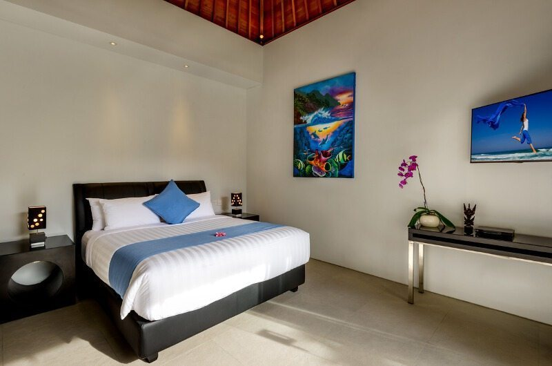 Bedroom with Table Lamps - Villaley - Seminyak, Bali