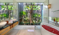 Romantic Bathtub Set Up - Villa Luna Aramanis - Seminyak, Bali