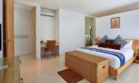 Bedroom with Study Table - Villa Luna Aramanis - Seminyak, Bali