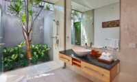 Bathroom with Shower - Villa Luna Aramanis - Seminyak, Bali
